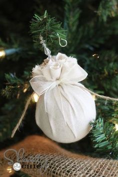 DIY Christmas Ornaments Decoration Ideas For More Festive Christmas at Your Home Fabric Christmas Ornaments, Christmas Balls, Christmas Time, Christmas Print, Diy Ornaments, House Ornaments, Christmas Lights, Country Christmas Decorations, Rustic Christmas