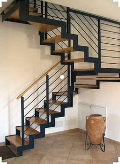 Escalera en U / peldaño de madera / con zancas laterales IBISCO C New Living srl Pole Barn House Plans, Pole Barn Homes, Staircase Railings, Stairways, Staircase Ideas, Gate Design, House Design, Stair Railing Design, Escalier Design