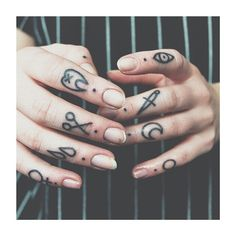✖️#fingertattoo #knuckletattoo #girlswithtattoos #inkspiration #ink_fected