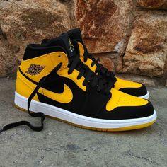 "Air Jordan 1 Mid ""New Love"" Size Man - Precio: 110 Size GS - Precio: 89 (Spain Envíos Gratis a Partir de 99) http://ift.tt/1iZuQ2v  #loversneakers #sneakerheads #sneakers  #kicks #zapatillas #kicksonfire #kickstagram #sneakerfreaker #nicekicks #thesneakersbox  #snkrfrkr #sneakercollector #shoeporn #igsneskercommunity #sneakernews #solecollector #wdywt #womft #sneakeraddict #kotd #smyfh #hypebeast #jordan1 #airjordan #jordan #jordanbrand"