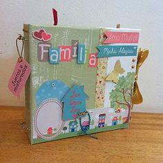 """Scrapbook com o tema """"minha família"""".   Tamanho 20x20 centímetros.  Folhas em papel de scrapbooking."""