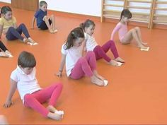 Nézd meg videónkat az óvodásoknak szóló lábtorna gyakorlatokról.