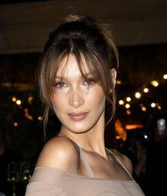 Just look at her 🤤🦋 Fun Buns, Nice Buns, Caramel Brown Hair, Beauty Makeup, Hair Makeup, Isabella Hadid, Perrie Edwards, Woman Crush, Pink Aesthetic