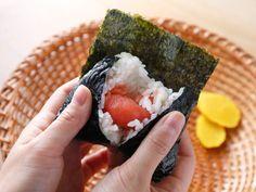 『ミシュランガイド東京』史上初掲載、東京で一番古いおにぎり専門店『おにぎり浅草 宿六』をご紹介。米・海苔・具のバランスが最高のおにぎりとは? Food Dishes, Acai Bowl, Yummy Food, Breakfast, Tokyo, Restaurants, Dressing, Foods, Places
