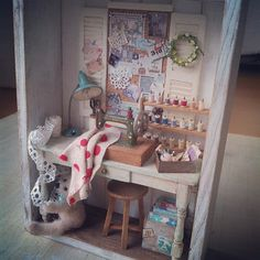 ♡ ♡ Loving this sewing room shadow box ~ 1:12 scale