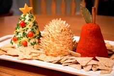 Cooking School of Kanza : Quick and Easy Christmas Cheese Ball Recipe Christmas Cheese Ball Recipe, Christmas Party Food, Xmas Food, Christmas Appetizers, Christmas Goodies, Christmas Baking, Christmas Fun, Christmas Drinks, Holiday Treats