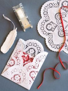 Pretty envelopes made from paper doilies. Perfect timing for Valentine's Day. Doilies Crafts, Paper Doilies, Paper Lace, Arts And Crafts, Paper Crafts, Diy Paper, Gift Wrapping, Wrapping Ideas, Be My Valentine