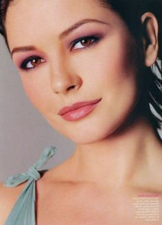 Beautiful look for hooded eyes * Catherine Zeta Jones - because I basically don't have visible eyelids Catherine Zeta Jones, Hooded Eye Makeup, Hooded Eyes, Eye Makeup Tips, Makeup Ideas, Swansea, Pink Eyeshadow, Eyeshadow Makeup, Rosy Makeup