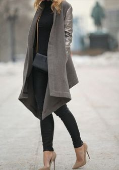 Brooklyn Blonde loose flowy shawl collar open taupe grey coat with leather sleeves neutral nude toned shoes black skinny jeans Mode Outfits, Winter Outfits, Casual Outfits, Dress Winter, Looks Street Style, Looks Style, Mode Lookbook, Brooklyn Blonde, Look Fashion