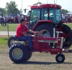 Ah yes sir. International Tractors, International Harvester, Lawn Mower Tractor, Lawn Tractors, Garden Tractor Pulling, Small Tractors, Red Tractor, Garden Equipment, Hobby Farms