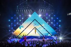 stage design // LED // Katy Perry // Prismatic World Tour // Baz Halpin // Tait Engineering