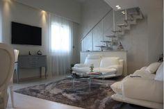 """Vendita di villa a Riccione, in località """"Colle dei pini"""", con vista mare. Elegante e moderna, ampi spazi inondati di luce"""