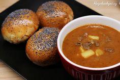 Makové vdolky s domácí gulášovou polévkou