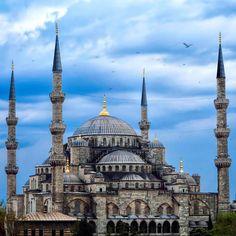 Yaşanan hain saldırıda hayatınlarını kaybeden tüm kardeşlerimize; Allah'tan rahmet yakınlarına sabır diliyorum. #sultanahmet #istanbul