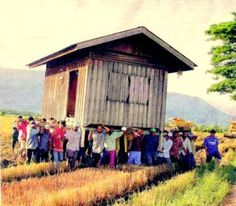 people-carrying-house-300x262.jpg (300×262)