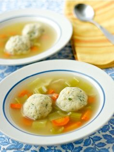 Sinkers or Floaters? The Secret to Fluffy and Airy Matzo Balls for your Matzo Ball Soup. Homemade Chicken Stock, Homemade Soup, Passover Recipes, Jewish Recipes, Israeli Recipes, Matzo Ball Soup Recipe, Matzo Meal, Cooking Recipes, Healthy Recipes