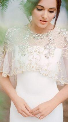 740dfa327a Guiomar Novias es una boutique con 30 años de tradición en Madrid  confeccionando vestidos de boda a medida