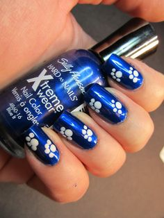 A site devoted to all things nail polish. Nail art, polishes, tutorials, comparisons and nail care. Basketball Nails, Football Nails, Wildcats Basketball, Fingernail Designs, Cool Nail Designs, Art Designs, Uk Nails, Hair And Nails, Fancy Nails