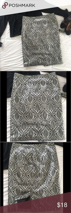 """Worthington Skirt Worthington woman's Skirt silver and black. Side  has a zipper and back has  slit. Shell is cotton/polyester, lining is polyester. Machine washable. Does have a little stretch. It's been worn 2xs and in excellent condition. Length is 27"""", waist across is 18"""". It's just a little passed my knee Worthington Skirts Midi"""