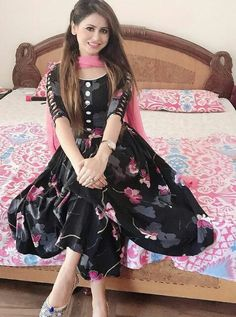 High class beautiful models in Dubai. Stylish Dress Designs, Designs For Dresses, Stylish Dresses, Simple Dresses, Dress Indian Style, Indian Dresses, Indian Outfits, Indian Designer Suits, Embroidery Suits Design