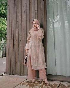 kondangan dulu pake dress dari mymikayla id 635570566141400138 Kebaya Modern Hijab, Dress Brokat Modern, Kebaya Hijab, Modern Hijab Fashion, Hijab Fashion Inspiration, Muslim Fashion, Kebaya Dress, Kebaya Muslim, Abaya Fashion