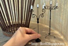 no tutorial, but can be done in paper and wire Flor FF: Candelabros de pie♥ Fairy Furniture, Barbie Furniture, Miniature Furniture, Dollhouse Tutorials, Diy Dollhouse, Dollhouse Miniatures, Victorian Dollhouse, Modern Dollhouse, Miniature Crafts
