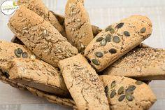 Die volle Kraft des Korns steckt im Vollkorn: Thermomix-Rezept Vollkornbrötchen mit Dinkel und Buchweizen Bread, Food, Brown Bread, Buckwheat, Home Made, Easy Meals, Thermomix, Recipe, Breads