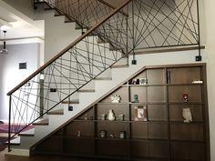 Ahşap merdiven altı dolap