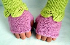 Rosa Fingerless Gloves Pattern in PDF by DaydreamDestination, £4.00