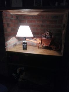 Jack Daniel's lampe  douilles Lampe Jack Daniels, Dining Table, Furniture, Home Decor, Projects To Try, Homemade Home Decor, Diner Table, Dinning Table Set, Home Furnishings