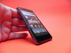 "Sony Xperia Z1 Compact Review: cel mai bine dotat ""mini"", cu o cameră la nivelul lui Z1 (Video)   SPRE REVIEW ► http://mbls.ro/1pgDTyY SPRE MAGAZIN ► http://mbls.ro/1jlKlnE  #sony #xperiaz1compact #review #telefoane"