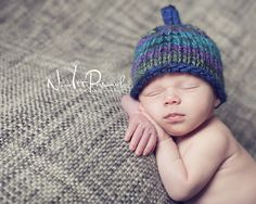 A cute knit beanie pattern for a Little Sprout hat. Includes 3 sizes newborn to 12 months.