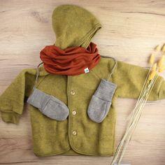#babylook #modebébé -veste en laine polaire -gants en laine -snood en laine mérinos Notre séléction de vêtements en accessoires en laine garderont vos enfants bien au chaud cette automne et hiver. #vetementsenlaine #lainemerinos #modeenfant