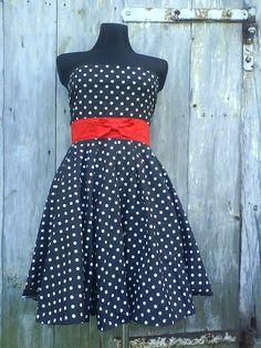 Retro šaty s puntíkem
