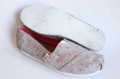 Toms Classic Flamingo Printed Polka Dot Gray Slip On Canvas Causal Shoes Size 8