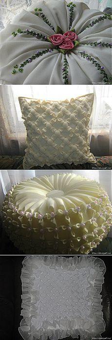 Красивые подушки с буфами и вышивкой.