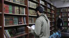 Noticia: Siria: Crean una biblioteca escondida en una cueva para salvar los libros de la guerra