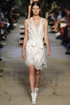 See the complete Givenchy Spring 2016 Ready-to-Wear collection.