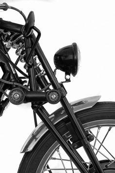 la verdadera suspensión delantera para que no se comprima y descomprima con los cambios de aceleración