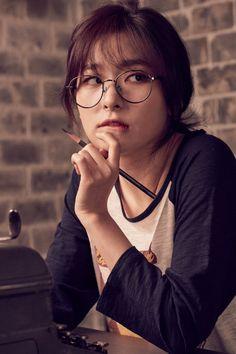 seulgi in glasses im- 💜 Irene Red Velvet, Red Velvet Seulgi, Park Sooyoung, Taemin, Kpop Girl Groups, Kpop Girls, Red Velvet Photoshoot, Red Velet, Bff