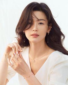 Crash Landing on You Seo Ji-hye Inspired Earrings 019 Korean Actresses, Korean Actors, Korean Women, Korean Girl, Korean Beauty, Asian Beauty, Jun Ji Hyun Fashion, Tori Tori, Seo Ji Hye