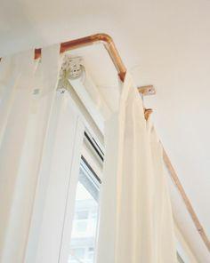 alternative für vorhangsschinen oder duschvorhang diy wohnideen metallrohr gardinenschiedesystem basteln