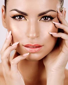 Image from http://www.fashionmissy.com/wp-content/uploads/2015/02/Best-Eyebrow-Shape-for-Round-Faces.jpg.