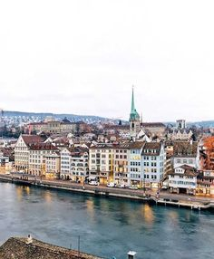 Lindenhof is a tree-covered park in the city of Zurich with wonderful views to the River Limmat, the Lake Zurich and to the Niederdorf. Lake Zurich, Light In, Lucerne, Great View, Switzerland, Paris Skyline, December 17, River, Park