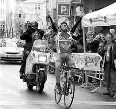 Mikel-Nieve-celebrando-la-victoria-en-el-Memorial-Valenciaga-2007.jpg 450×420 píxeles
