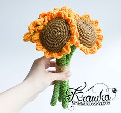 I hope you will enjoy this little free pattern for sunflower bouquet. I made it for my best friend's wedding, I thought it will be a beautiful addition to my gift, but actually my friend liked it better than a gift :)