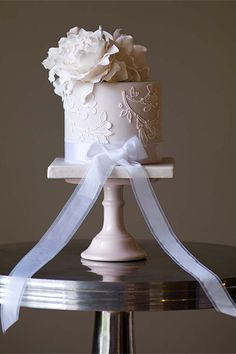 What this cake lacks in size, it more than makes up for in romance. The intricate icing detail, pretty flower decoration and triditional bow are super pretty!