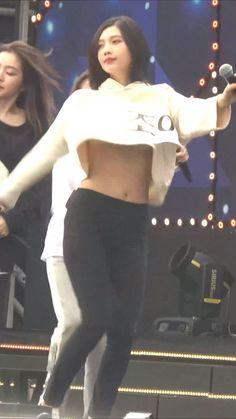リハ中に服が捲れて白いの見えちゃうRed Velvetジョイ : Sexy K-POP Girls Red Velvet Joy, Kpop Girls, Crop Tops, Sexy, Women, Fashion, Moda, Fashion Styles, Fashion Illustrations