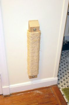 Wall mounted cat scratch post... need to make this for my boyfriend's mom