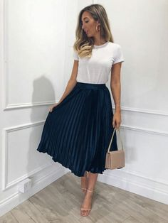 43 Chic Spring Work Outfits Ideas For Women With Short Skirt.- 43 Chic Spring Work Outfits Ideas For Women With Short Skirt 2019 Gorgeous 43 Chic Spring Work Outfits Ideas For Women With Short Skirt 2019 - Spring Outfit Women, Spring Work Outfits, Casual Work Outfits, Winter Fashion Outfits, Look Fashion, Chic Outfits, Fashion Models, Work Outfit Summer, Work Casual